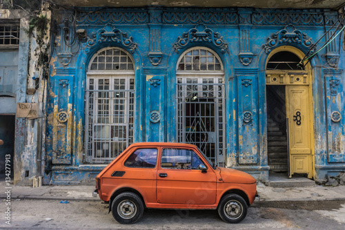 Aluminium Havana old small car in front old blue house, general travel imagery, on december 26, 2016, in La Havana, Cuba