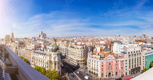 Madrid Skyline. Panorama über die Hauptstadt von Spanien mit Aussicht auf die Gran Via und dem Metropolis Haus.