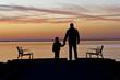 padre e hijo de la mano