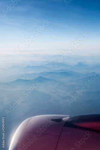 Zdjęcia aircraft engine above the mountain ranges