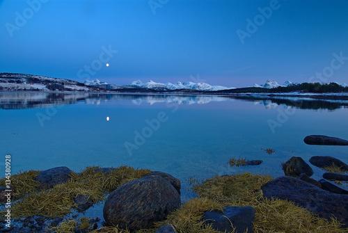 Poster Fjordlandschaft mit Vollmond im Winter