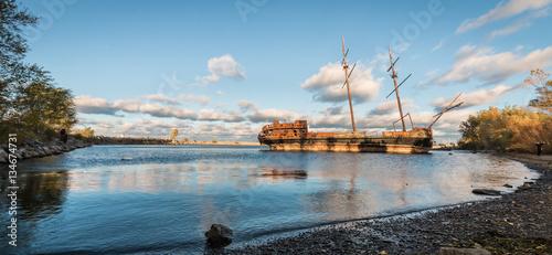 Fotobehang Schip Shipwreck in the bay