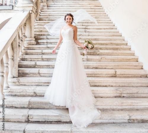 Deurstickers Kapsalon Natürliches romantisches Make-up und Styling für eine Hochzeit