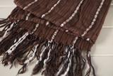 Pañuelo marrón en fondo blanco