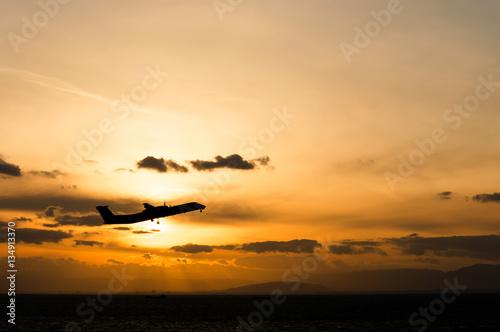 Zdjęcia 夕方に飛び立つ飛行機