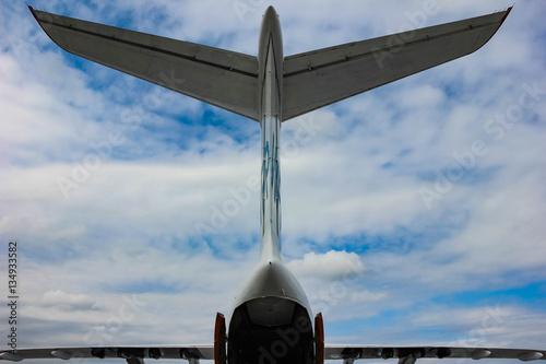 Zdjęcia Хвост и крылья самолёта на фоне неба