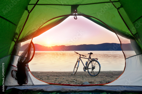 Foto op Aluminium Lichtroze tent and bike