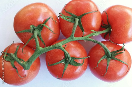 Fotobehang Rood traf. tomatoes on a branch