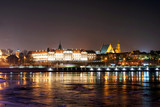 Fototapety Night view of the Royal Castle and Vistula river in Warsaw, Poland