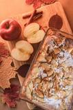 Вкусный яблочный пирог с корицей. Осенний натюрморт