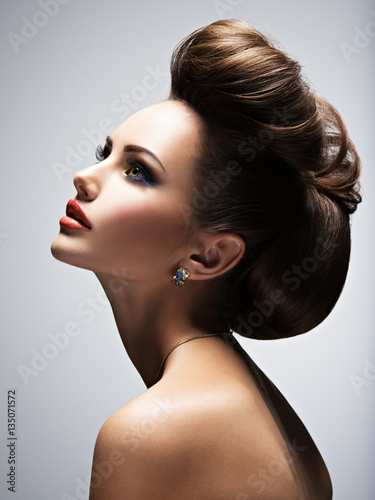 Papiers peints Salon de coiffure Beautiful woman with style hairstyle