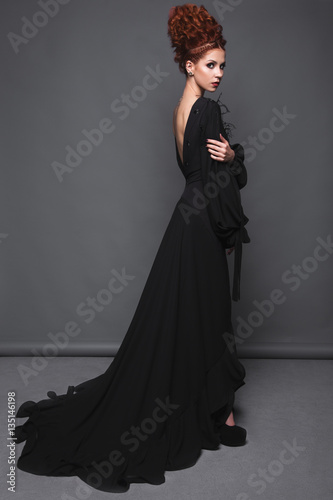 Billede Beautiful girl in evening dress with avant-garde hairstyles