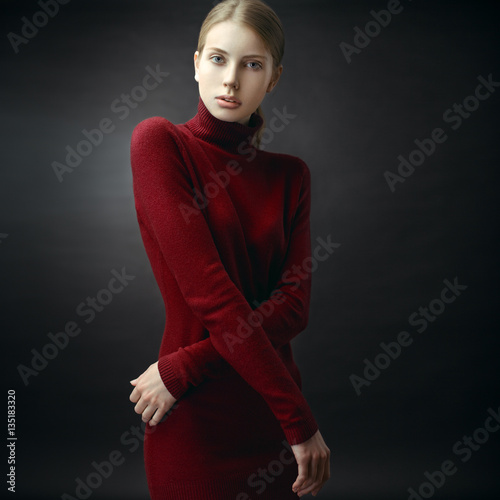 Billede Fashion portrait of stunning blonde model in a red dress.