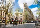 kleiner Marktplatz in Paris, Frankreich
