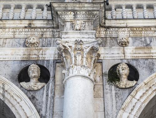 Zdjęcia Detail of the facade of Palazzo Loggia