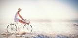 Kobieta jazda na rowerze