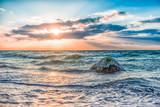 Sonnenuntergang zwischen Felsen im Meer der Ostsee bei Dranske auf Rügen  - 135407549