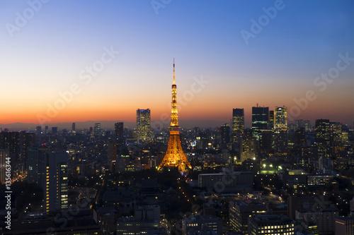 東京タワー マジックアワー 黄昏 夕焼け ライトアップ 大都会の町並み