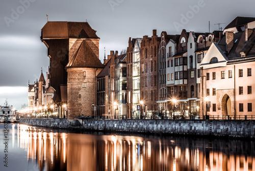 Zdjęcia na płótnie, fototapety na wymiar, obrazy na ścianę : Gdansk old town crane and river at sunset
