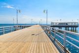 Widok molo Jurata w słoneczny letni dzień, Morze Bałtyckie, Polska