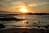 coucher de soleil sur une plage du pacifique