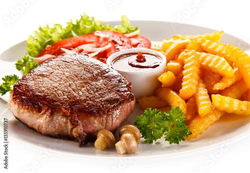 Deurstickers Klaar gerecht Grilled steak, French fries and vegetables