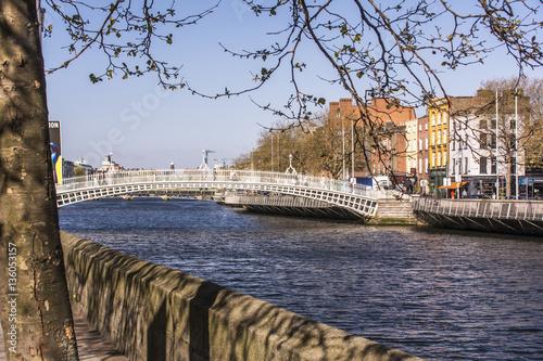 Dublin, Liffey mit Ha´penny Brigde. Poster