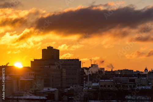 Poster Sunrise over a big city, colorful sky, sun, building