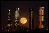 Super Luna en el Skyline de madrid