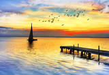 los colores del atardecer sobre el mar en calma