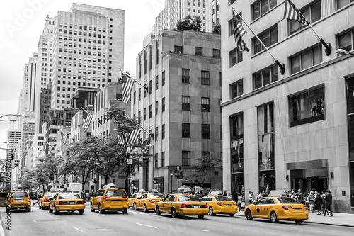 Foto op Plexiglas New York TAXI New York City Taxi Streets USA Big Apple Skyline american flag black white yellow