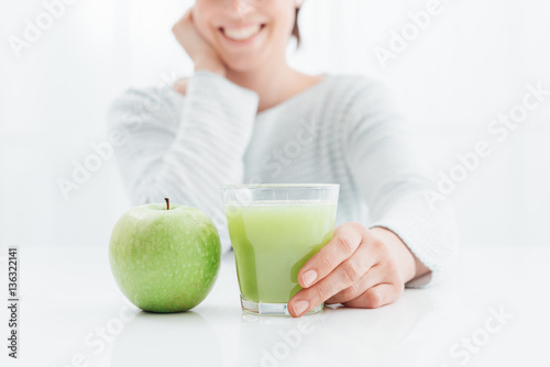 Poster Sap Woman drinking healthy juice