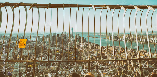 Poster NEW YORK CITY - SEPTEMBER 2015:  Tourists enjoy city view from E