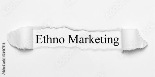 Valokuva Ethno Marketing auf weißen gerissenen Papier