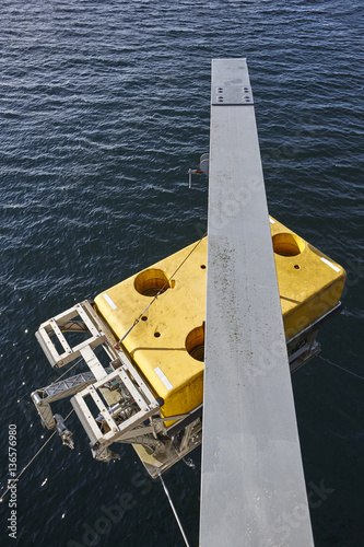 Póster Scientific submarine robot with crane ready to be submerged