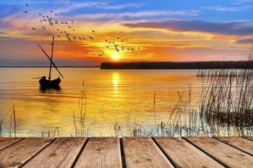 amanece un dia de colores en el lago © kesipun
