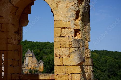 Poster Chateau de Laussel, Dordogne France - par la fenêtre