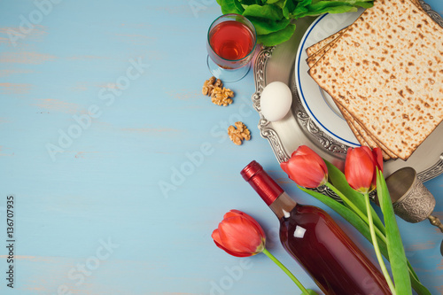 Plakát Passover holiday concept seder plate, matzoh and tulip flowers on wooden background