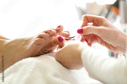 Papiers peints Pedicure Pedicure. Nail Polishing. Close up.