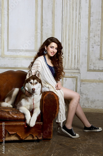 Poster Beautiful teen girl with a Husky dog in vintage interior