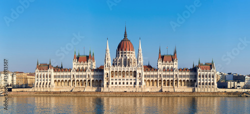 Foto op Plexiglas Boedapest The Hungarian Parliament on river Danube in Budapest