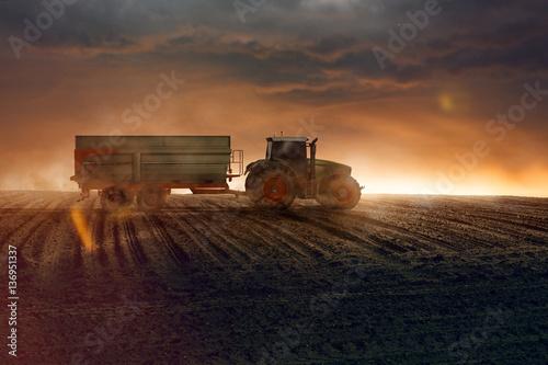 Poster Traktor auf einem Acker