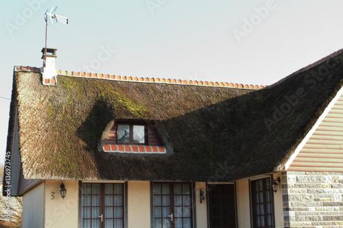 Poster maison en toit de chaume