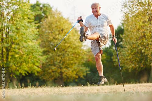 Póster Senior hat Spaß und albert herum