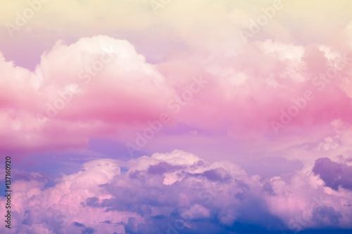 Wizerunek abstrakcjonistyczny artystyczny miękki pastelowy kolorowy obłoczny niebo dla tła i tła use