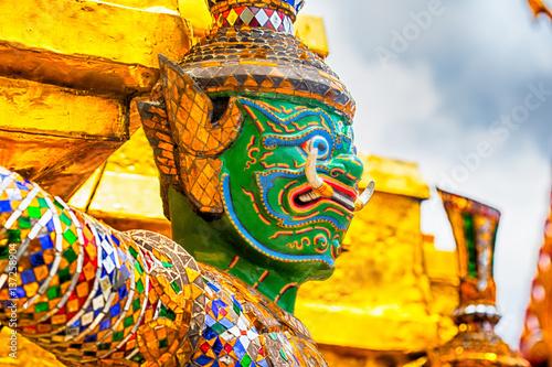 Papiers peints Bangkok Giant Buddha in Grand Palace