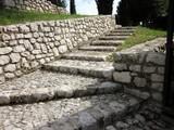 каменная лестница в средневековом замке