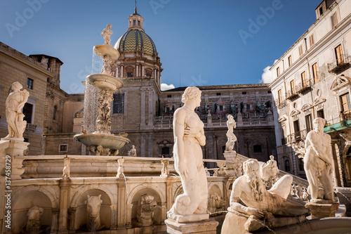 Staande foto Palermo particular of a statue in Piazza Pretoria,Piazza Delle Vergogne