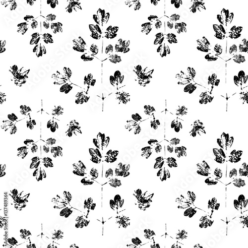 Seamless pattern with paint prints of leaves - 137489364