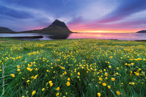 Panel Szklany Beautiful landscape with mountain and ocean in Iceland